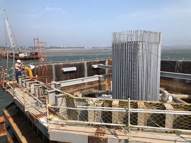 主橋共計101支直徑2.5公尺的基樁也在今(10)日全數完成。(李金生攝)