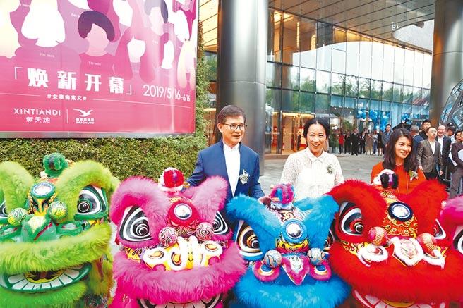 5月16日,定位女性主題的上海新天地廣場攜手智慧升級的複合型新零售社交體驗空間social house by xintiandi及近百家特色商戶正式亮相。(中新社)