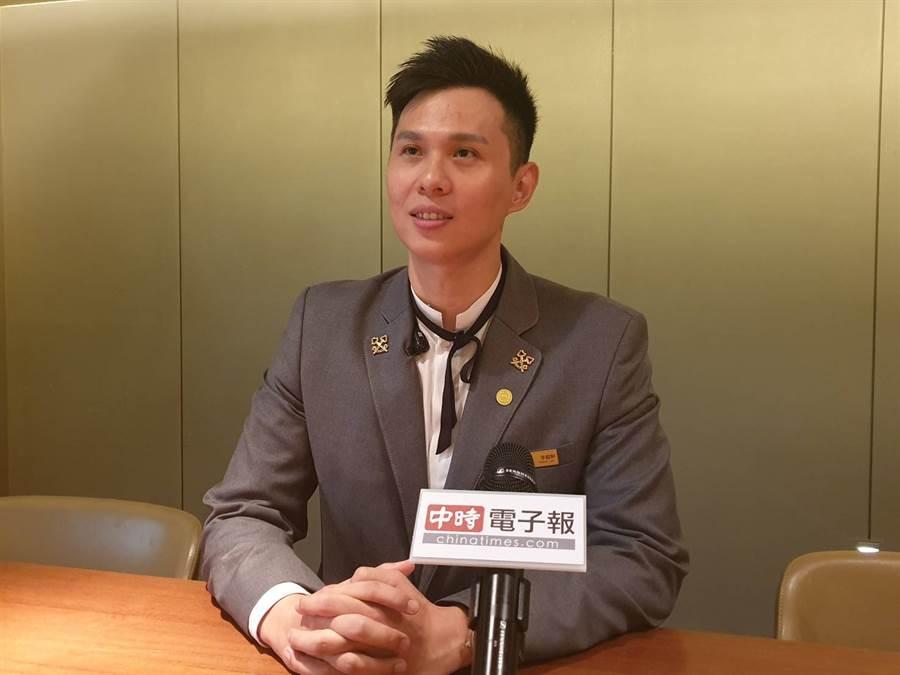 現年35歲的尊榮大使-李懿軒,擁有11年飯店服務業經歷。(照片/游定剛 拍攝)