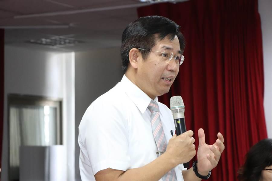 教育部長潘文忠今日上午出席新莊民安國小「108新課綱解析座談會」。(吳亮賢攝)