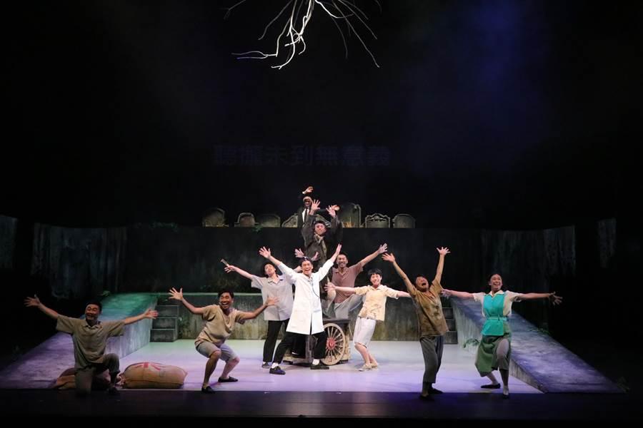 台中國家歌劇院推出阮劇團的《嫁妝一牛車》,重編舞蹈、服裝等,深入展現50年代風味。(台中國家歌劇院提供)