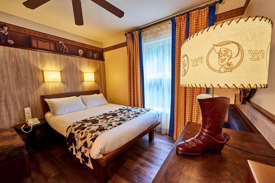夏安迪士尼飯店有西部牛仔風格的主題房。(Booking.com提供)