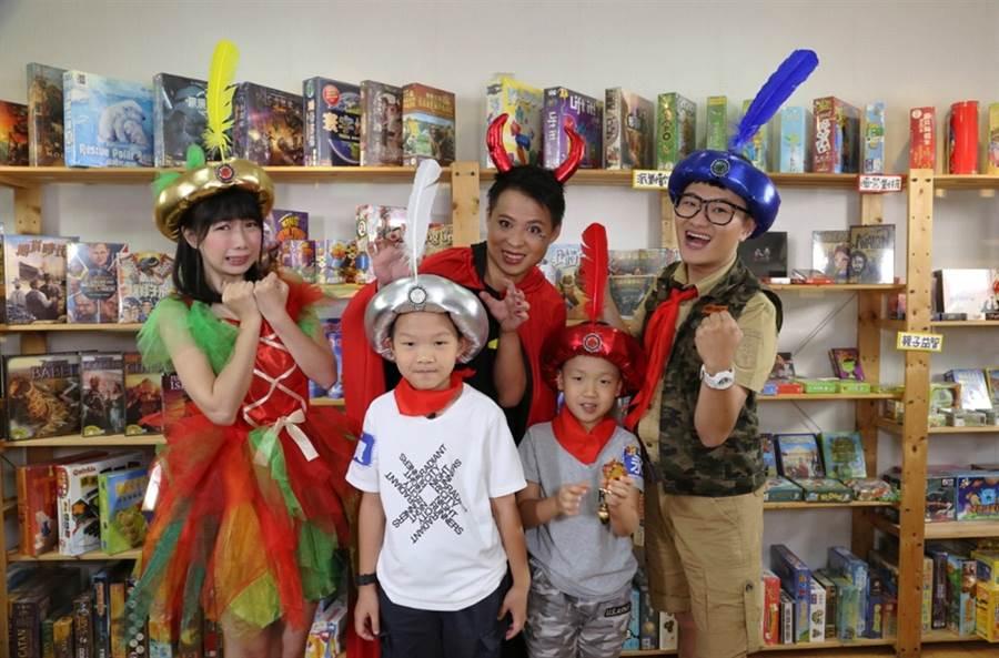 《桌遊新樂園》為台灣第一部桌遊節目。(圖/龍華電視提供)
