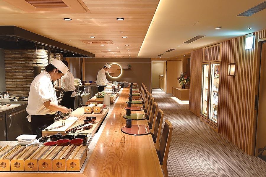 位在台北晶華酒店B3的〈樂軒和牛割烹〉,板前客席座位區可接待16至18人入座。圖/姚舜