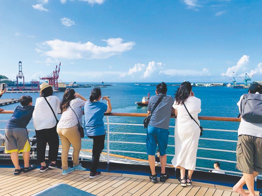 太陽公主郵輪調閱監視畫面,發現女遊客從11層甲板欄杆落海。(本報資料照片)
