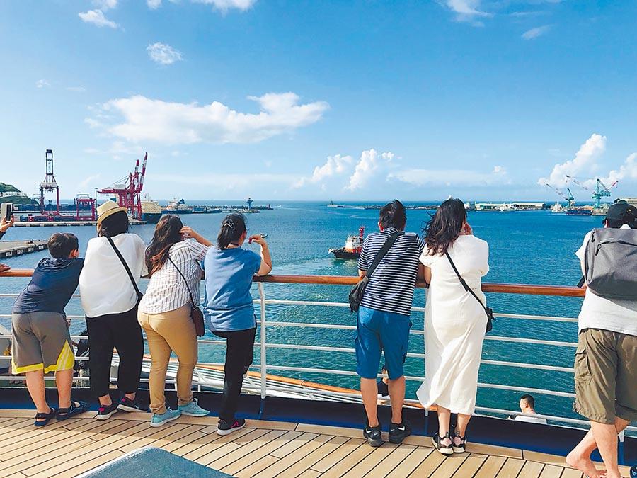 太陽公主號郵輪調閱監視畫面,發現台籍女遊客從11層甲板欄杆落海。(本報資料照片)