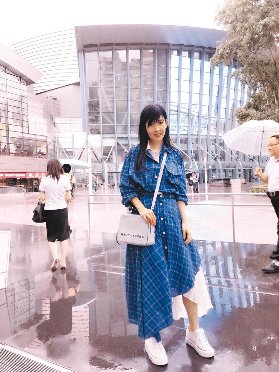 周慧敏今首度在台北小巨蛋舉行「一萬天荒愛未老」出道30周年演唱會。