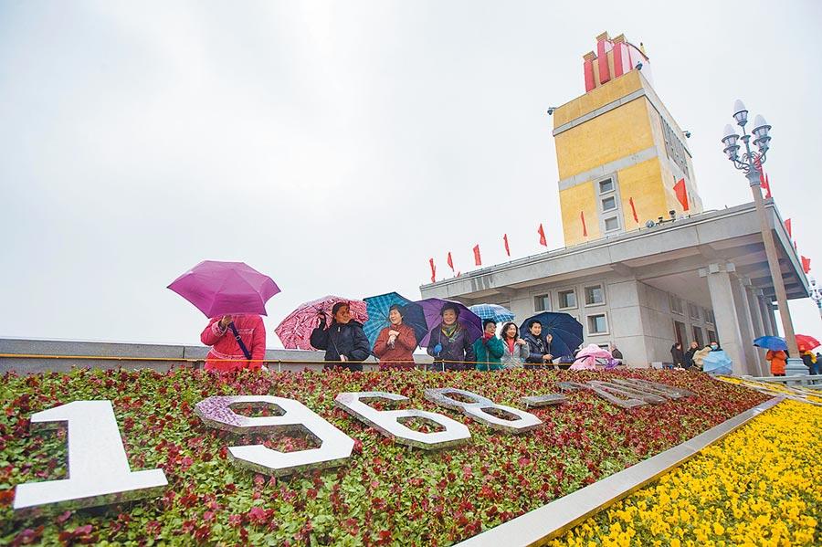 建成於1968年的南京長江大橋,是長江上第一座由大陸自行設計和建造的特大型公鐵兩用橋樑。(中新社資料照片)