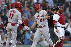MLB》轟垮紅襪 神鱒締造個人成就