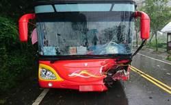 阿里山公路遊覽車撞休旅車 11人送醫