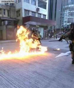 港示威者投擲汽油彈 員警多處燒傷