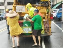 放寬垃圾車附載站立人員惹議 交部環署急滅火