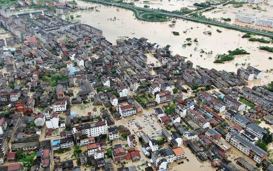 利奇馬在浙江地區造成嚴重水患。圖為浙江仙居洪患畫面。(圖/中新社)