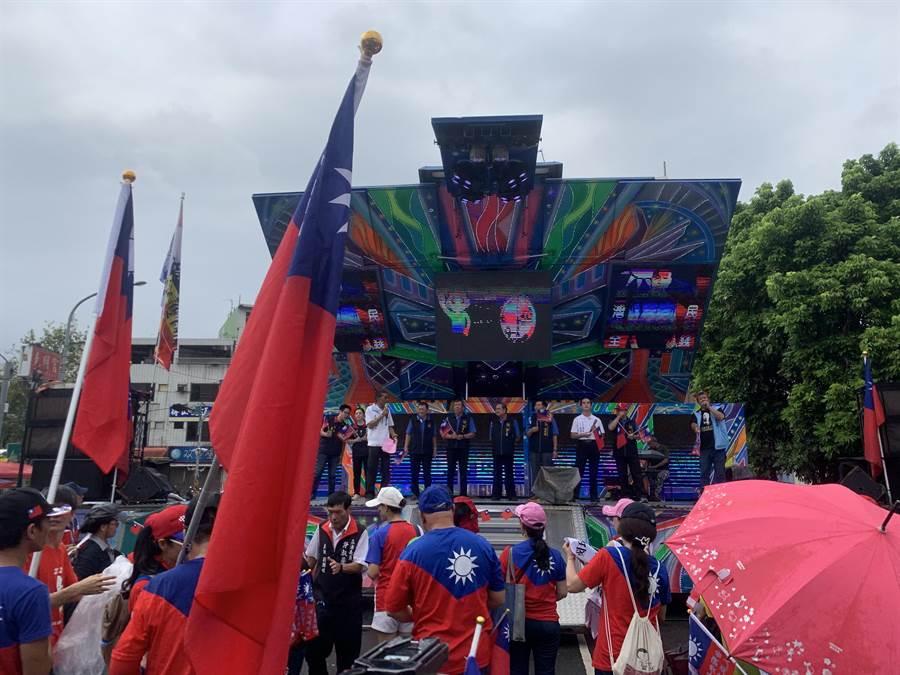韓國瑜走訪南投,第1站到竹山鎮克明宮。(廖志晃攝)