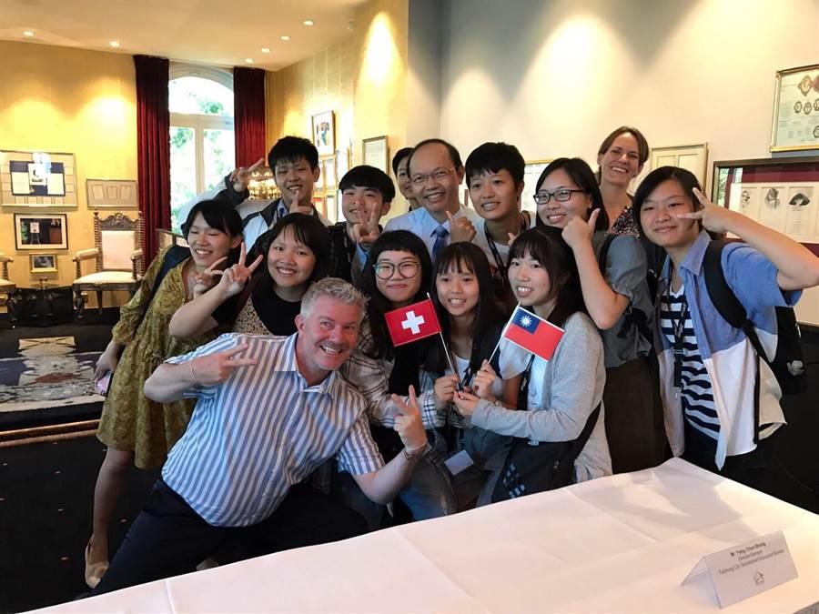 高中職師生遠赴瑞士展開國際交流。(陳世宗翻攝)