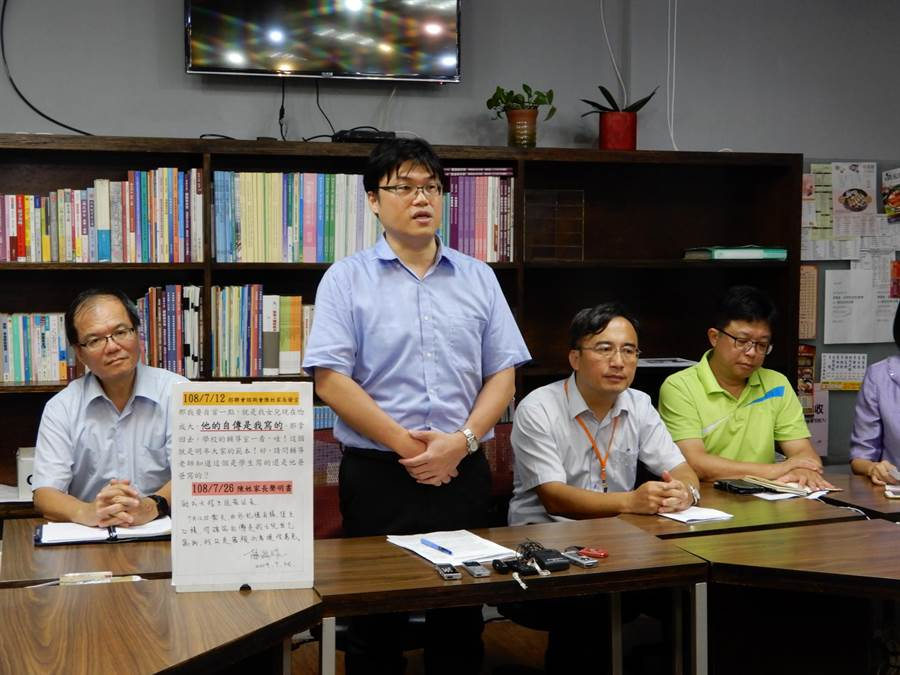 教育部高教司長朱俊彰(左二)表示,今年成大及銘傳個人申請入學的審議,並未有不公平的現象。(林志成攝)