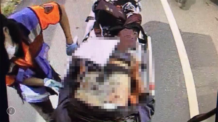 中彈男子送醫,胸口可見銅板大小的疑似槍傷。(曹婷婷翻攝)