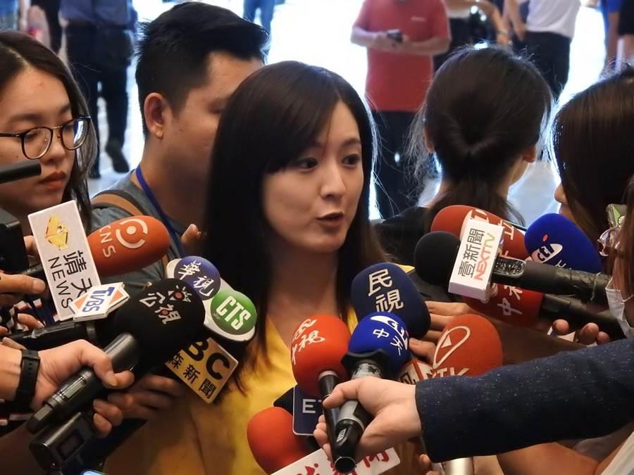 針對手搖飲被逼表態「親中」,韓辦發言人何庭歡今天代為發表285字聲明。(柯宗緯攝)