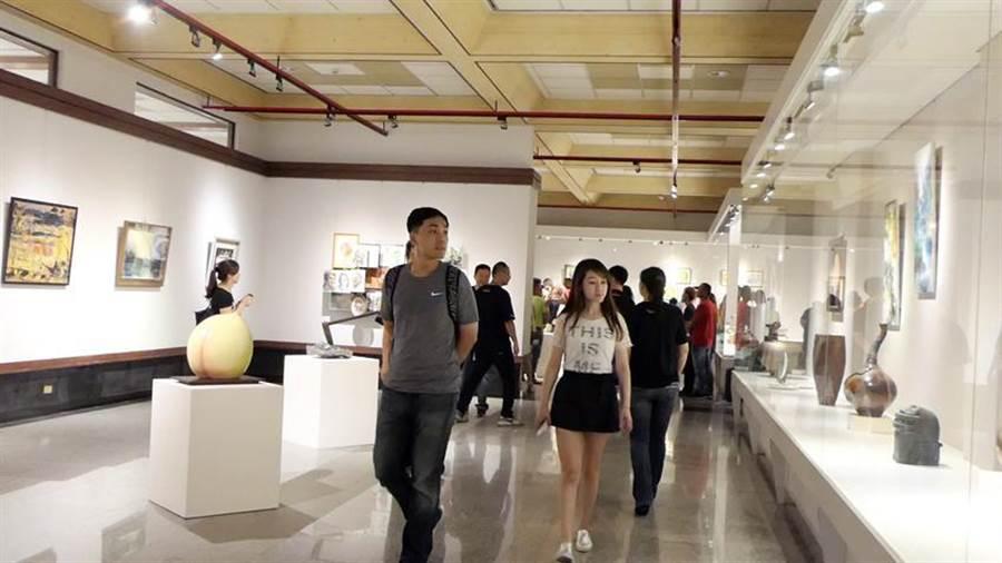 台灣美術文化交流協會聯展於台中港區藝術中心登場。(圖:曾麗芳)
