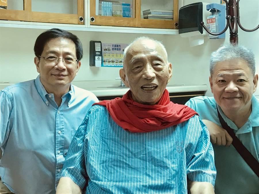 百歲父離世!管中閔PO舊照悼念:來世再續父子緣。(圖/取自管中閔FB)