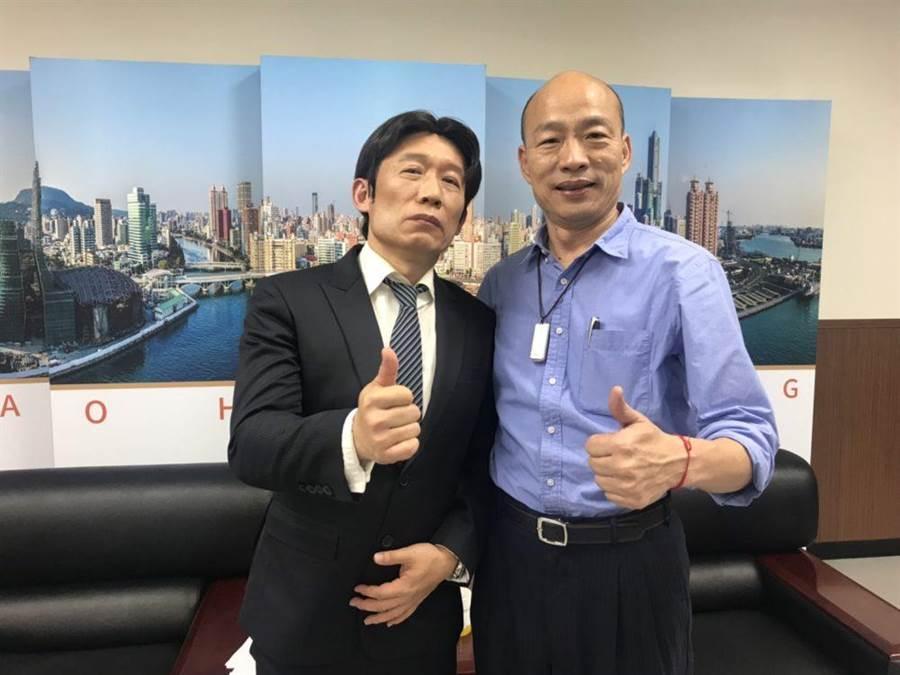 郭子乾(左)與韓國瑜開心合照。(經紀人提供)