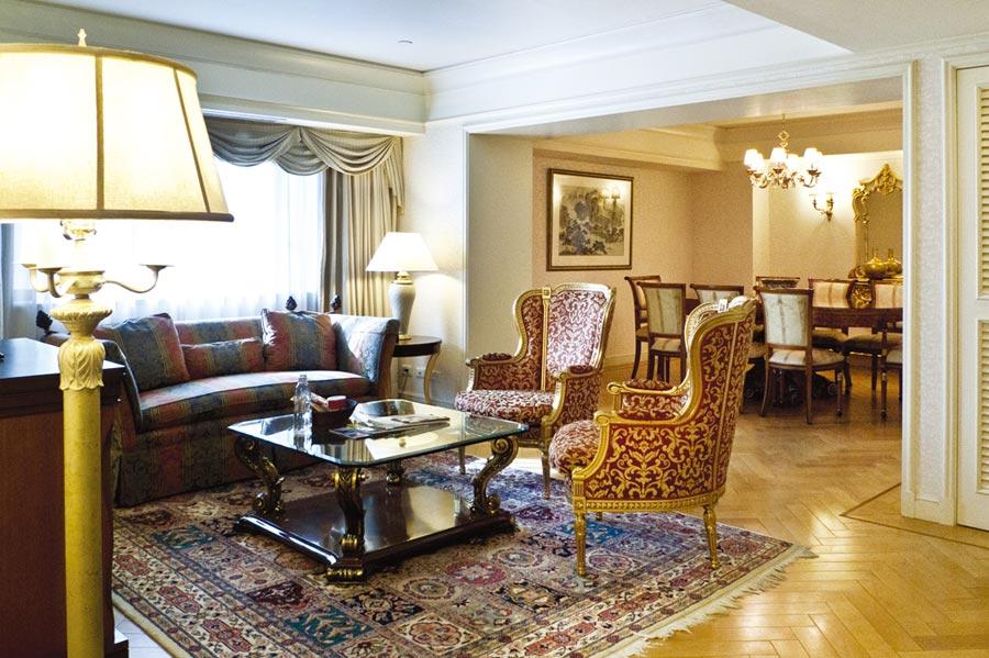 曾在華國飯店辦過婚宴的夫妻,9月底前能以5,200元、近二折價入住華國套房。圖/業者提供