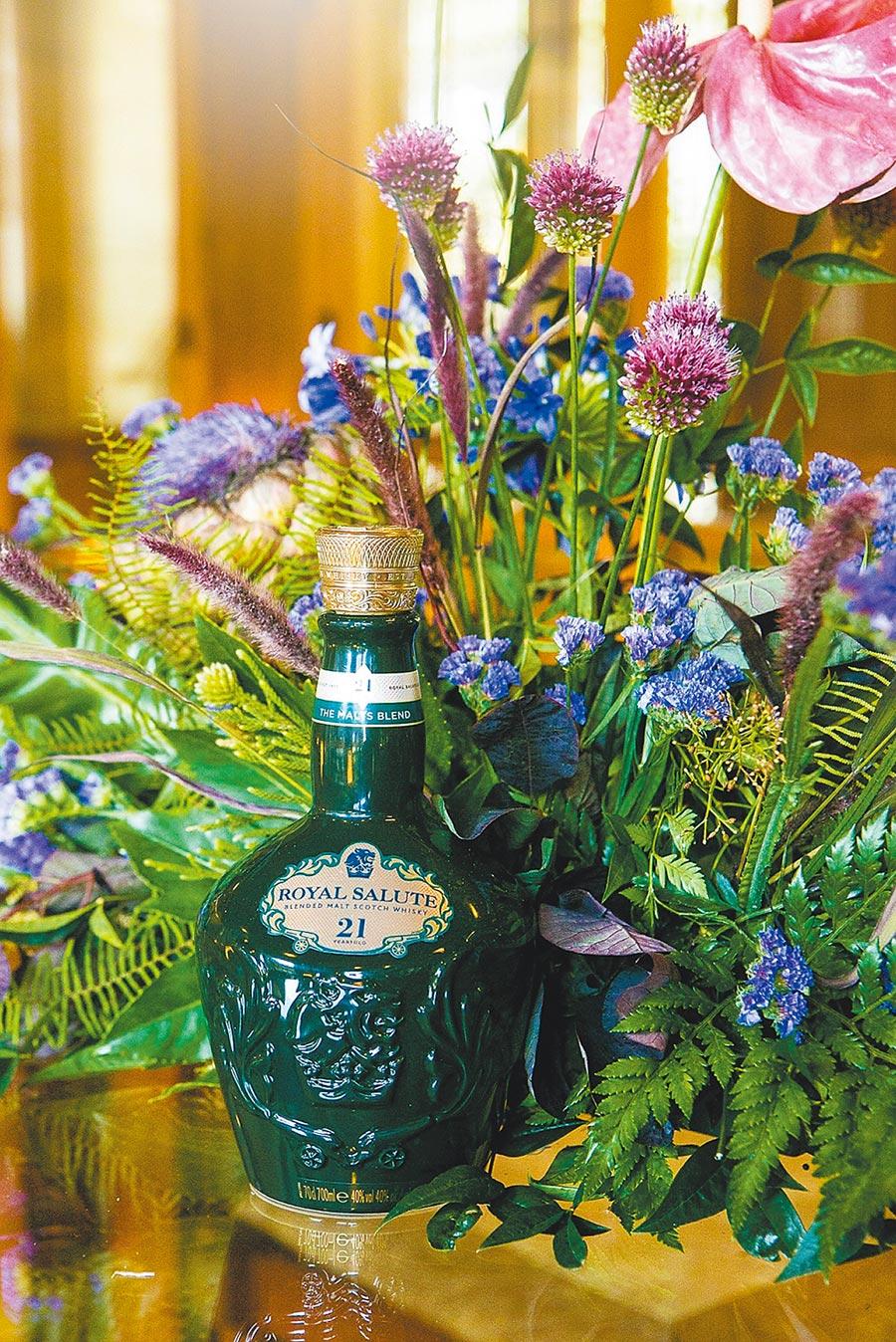 威士忌之王 皇家禮炮穿新衣圖片提供台灣保樂力加