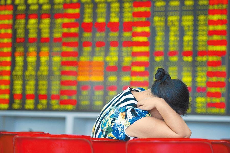大摩分析。未來十年將是包括中國等新興市場的牛市。圖為海口某證券交易大廳一景。(中新社資料照片)