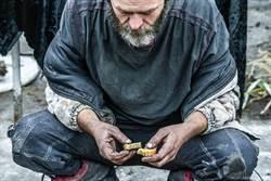 男花光錢成街友 4年後翻身變富翁
