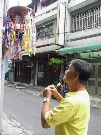 農曆7月民眾掛普渡燈 為「好兄弟」引路