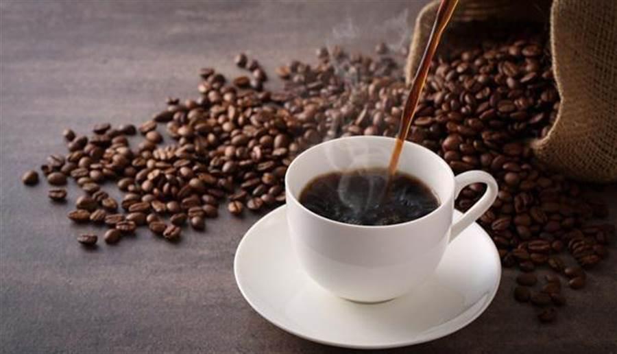 美國哈佛研究發現,一天喝超過3杯咖啡,偏頭痛機率大增。(達志影像)