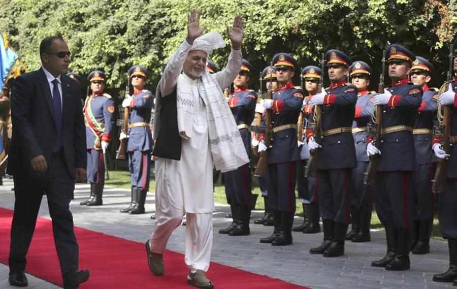 阿富汗的加尼總統在8月11日發表談話,表示阿富汗的未來應該在家園裡討論,不是在外國開會,間接表達他對美國與塔利班談判的否定。(圖/美聯社)
