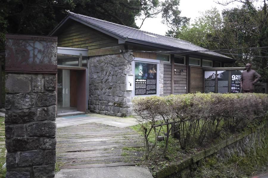 被登錄為歷史建物的草山行館,是蔣公昔日居住過的地方,文資會12日同意擴大保存範圍,將行館附近原本是蔣公隨扈侍衛的4棟房舍都一併納入。(北市文化局提供)