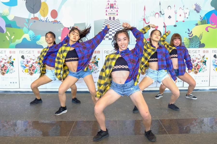 園區實驗中學熱舞女同學不僅會唸書,跳舞更是吸睛。(羅浚濱攝)