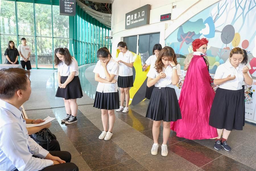 》「不然,B計畫」劇團策劃第一屆新竹縣青少年戲劇節。(羅浚濱攝)