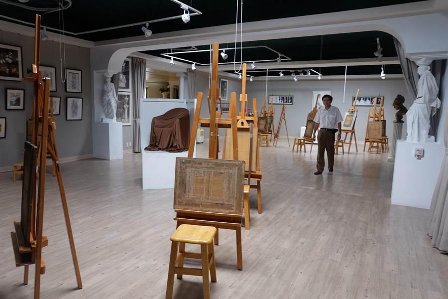 蔦松藝術高中活化閒置校舍打造美術殿堂。(張朝欣攝)