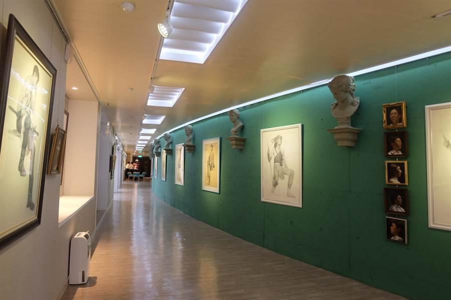 蔦松藝術高中將倉庫活化為弧型畫廊與美術教室。(張朝欣攝)