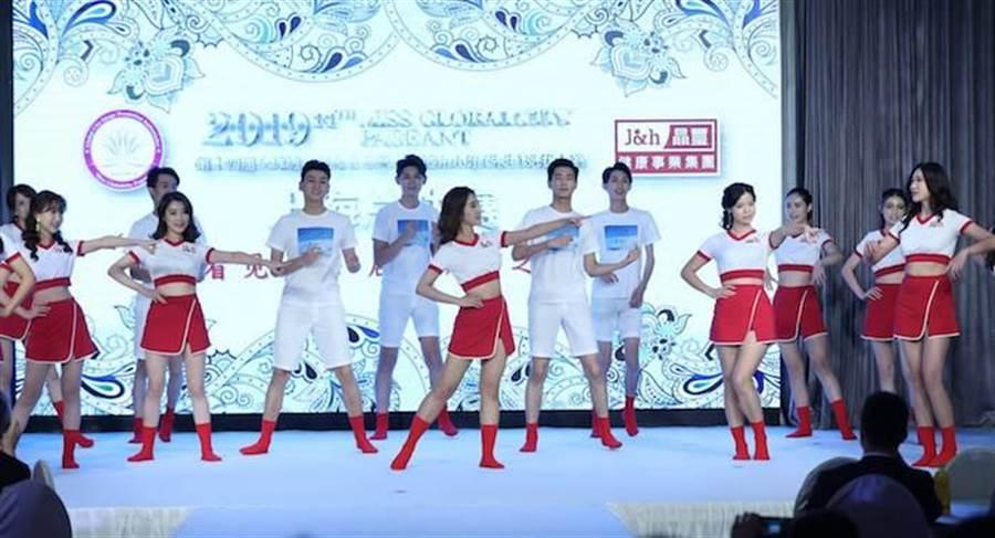 上海賽區選手開場跳〈紅鞋女孩〉。中華全球城市選拔協會提供