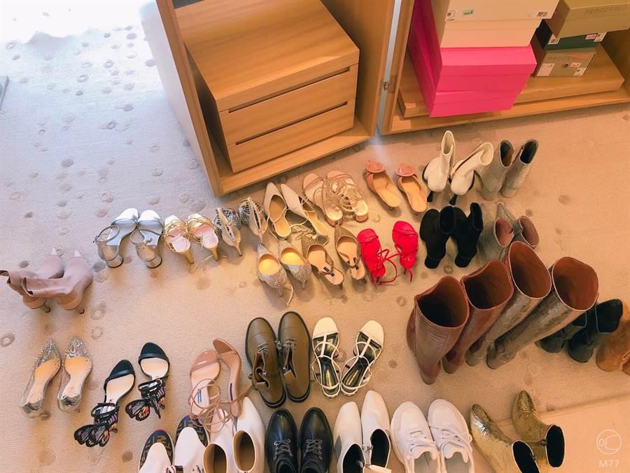鄭爽將於8月22日舉辦生日會,她搶先曝光一張為生日會準備的「高跟鞋們」作為預告。(圖/翻攝自鄭爽個人APP-M77)