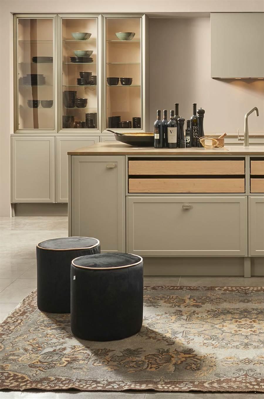 NOLTE全新TORINO系列廚具,以簡潔俐落的線條打造優雅輪廓。(麗舍提供)