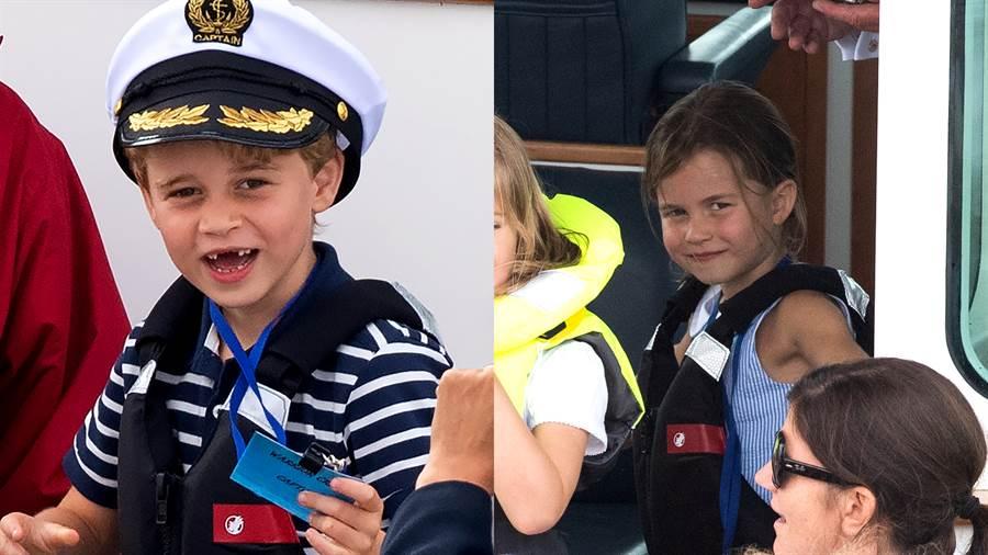 比賽當天,喬治小王子、夏洛特小公主的航海風格穿搭超可愛。(圖/達志影像)