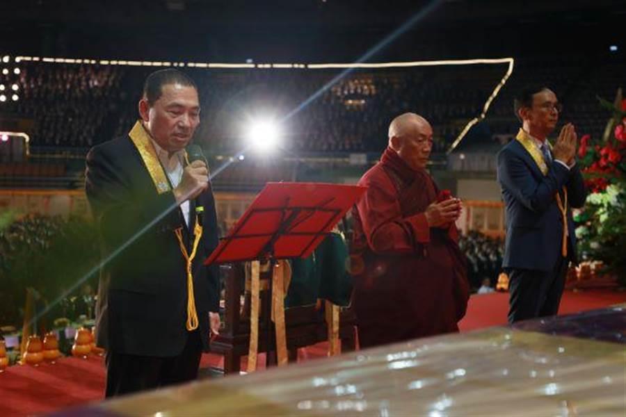 新北市長侯友宜及前新北市長朱立倫也前往祝禱,為民祈福。(靈鷲山佛教教團提供)