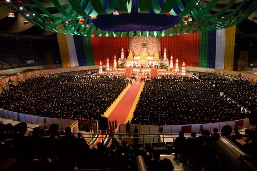 8月7日至14日,靈鷲山在桃園巨蛋舉辦8天7夜的第26屆水陸空大法會。(靈鷲山佛教教團提供)