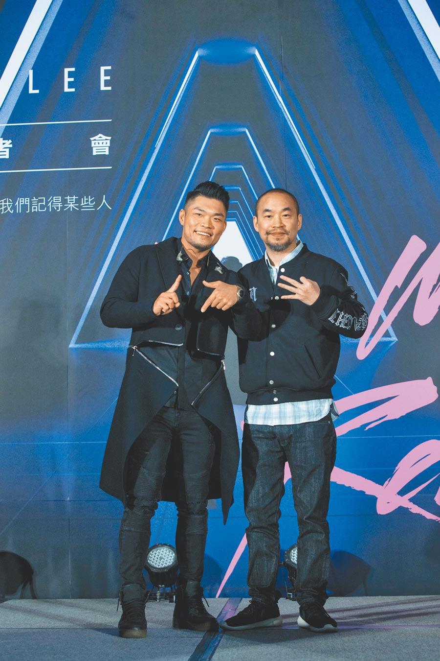 李玖哲(左)出道以來一路受黃立成提攜。(資料照片)