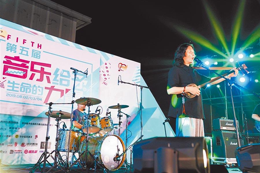 天津著名曲藝搖滾音樂人李亮節已是第4次參加。(劉箏、劉乃文攝)