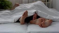 女團員爬上男導遊床 賠身又賠錢