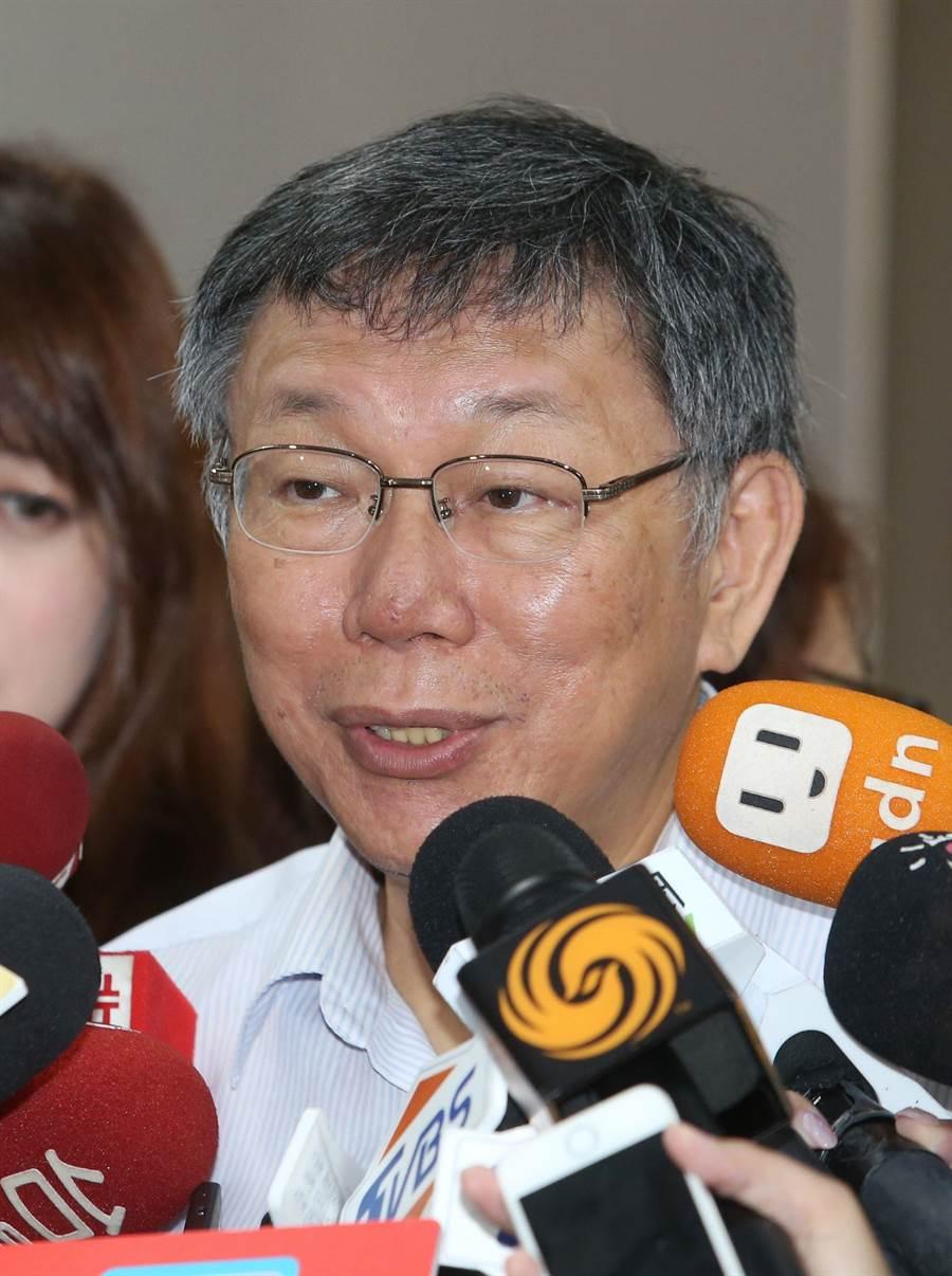 台北市長柯文哲13日接受媒體聯訪,對蔡英文總統的國際政策提出看法。(王英豪攝)