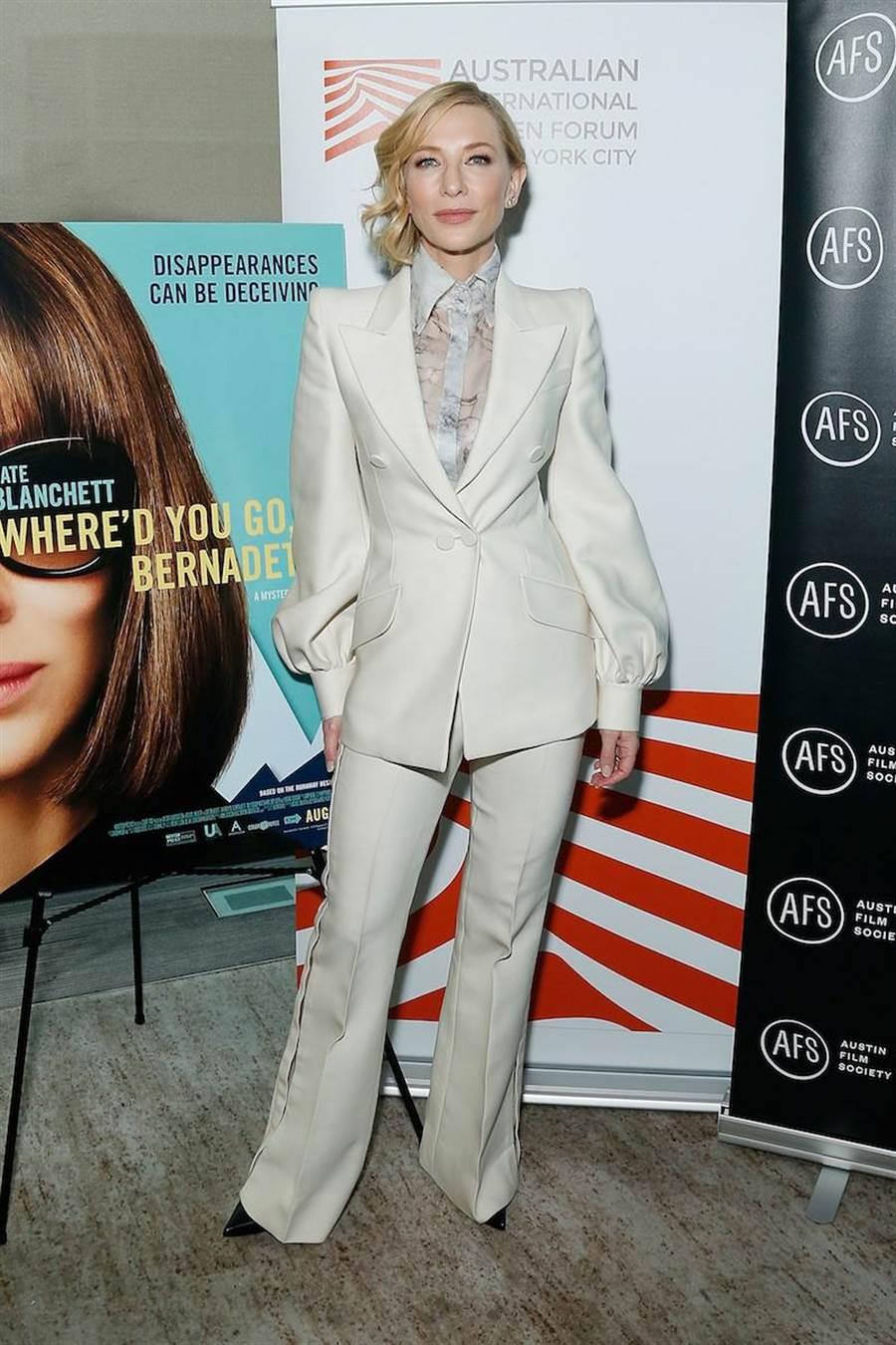 凱特布蘭琪宣傳電影,身穿FENDI秋冬19-20高級訂製服。(Fendi提供)
