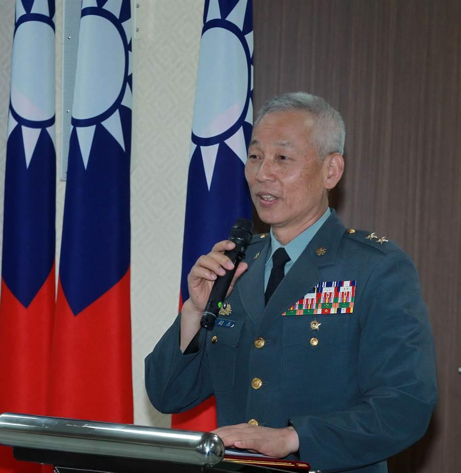 政戰局局長黃開森中將說明軍人節系列活動目的。黃開森辦完這些活動,即屆齡退役。國防部提供