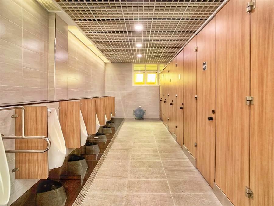 台鐵新竹站公廁。(台鐵提供)